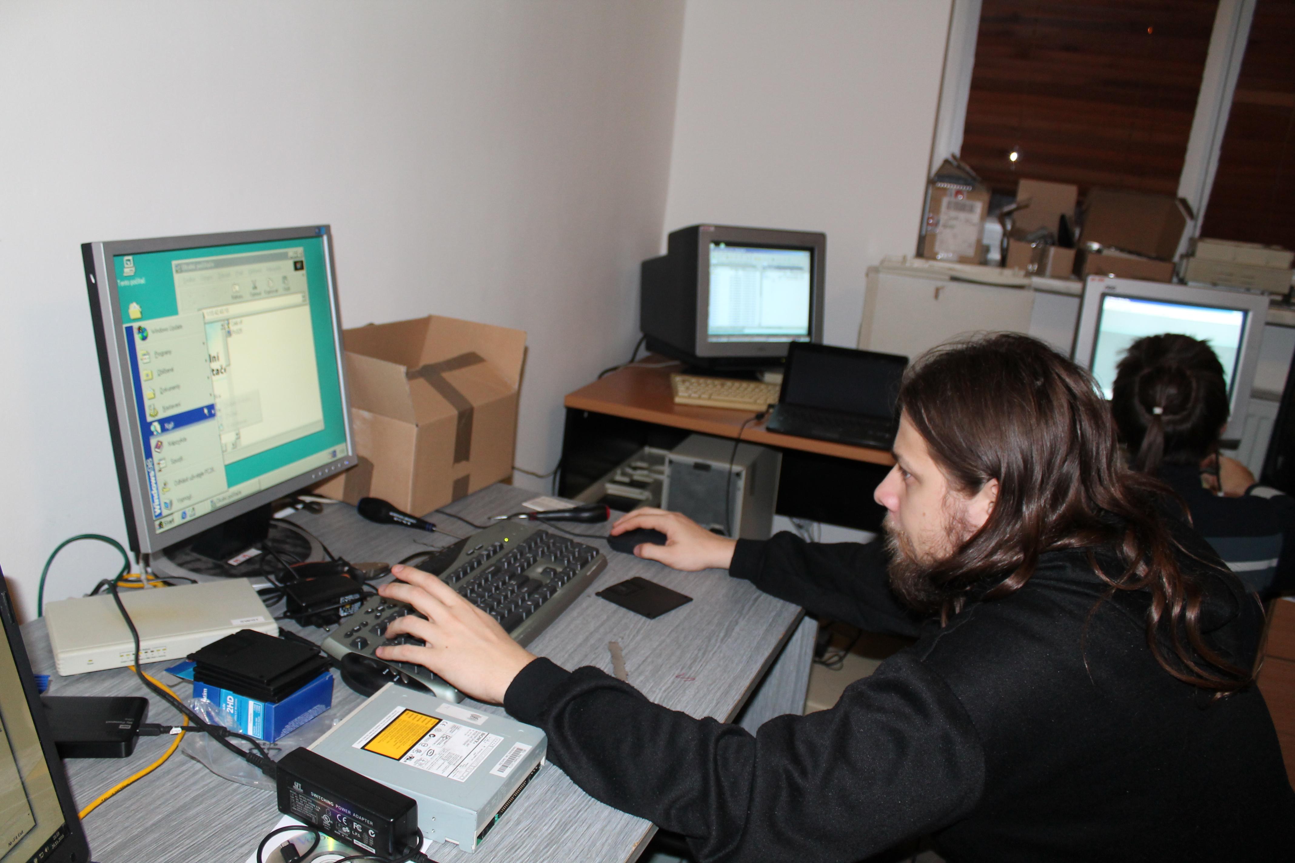 Snaha o zprovoznění byla, bohužel to nestačilo a na konci dne fungovalo stejné množství počítačů jako na začátku.